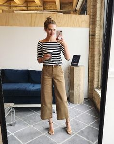 15 most fashionable camel pants that are currently on sale Mode ideen Khaki Pants Outfit, Trouser Outfits, Casual Outfits, Wide Leg Pants Outfit Summer, Gaucho Pants Outfit, Culottes Outfit Summer, How To Wear Culottes, Summer Outfit, Dress Pants Outfit