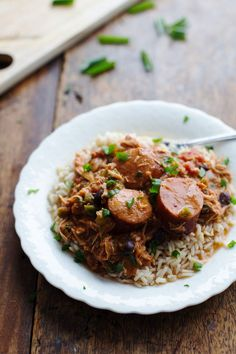 Slow Cooker Creole Chicken and Sausage - 10 minute prep for this hearty dinner, made healthier with beans and peppers. 300 calories. | pinch...
