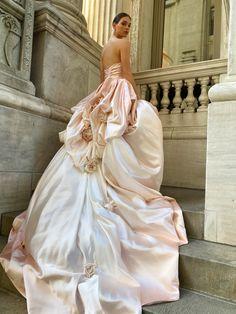 Monique Lhuillier Bridal Spring 2022 Trunk Show @leliteboutique May 27 - 30 Wedding Dress Trends, New Wedding Dresses, Bridal Dresses, Bridesmaid Dresses, Bridal Collection, Dress Collection, Monique Lhuillier Bridal, Bridal Fashion Week, Runway Fashion