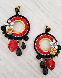 Fully handmade hoop earrings, soutache technique, Murano glass drop, crystals and resins illuminate this beautiful object! Red Earrings, Circle Earrings, Tassel Earrings, Crochet Earrings, Hoop Earrings, Tassel Jewelry, Fabric Jewelry, Jewelry Art, Leather Work Bag