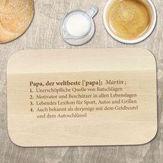 """Mit diesem Frühstücksbrettchen aus Holz steht unter """"Weltbester Papa"""" im Lexikon per Definition der Name Deines Vatis! Wenn das kein Liebesbeweis ist ;) via: www.monsterzeug.de Bamboo Cutting Board, Creative, Jokes, Diy, Prove Love, Father's Day, Boards, Xmas Gifts, Craft"""