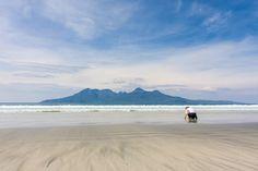 Laig Bay ist der schönste Strand auf Eigg. Im Hintergrund die Isle of Rum.