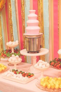 Chocolate Fountain Ideas For Weddings: Bringing Sexy Back Are you thinking of having waterfalls of chocolate at your wedding? Check out this fabulous chocolate fountain ideas and ¡indulge! Chocolate Fountain Recipes, Chocolate Fountains, Chocolate Fountain Wedding, Chocolate Fondue Bar, Pink Chocolate, Best Chocolate, Chocolate Party, Candy Table, Candy Buffet