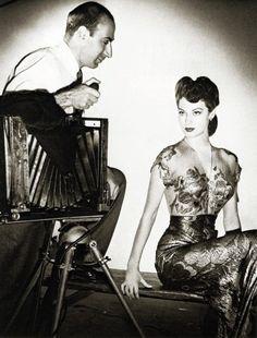 Laszlo Willinger takes a photo of Ava Gardner, 1943