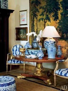 Chinoiserie Chic: Blue and White porcelain Blue And White Lamp, Blue And White China, Blue China, White Lamps, Blue Rooms, White Rooms, Urban Deco, Chinoiserie Chic, White Houses