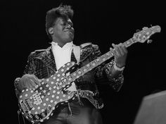 Randy Jackson performs with members of Journey at the 1987 Bay Area Music Awards.