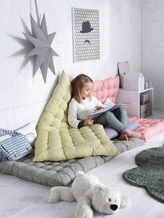 55 Cozy and Full Color Reading Nook for Kids - Room Destination Reading Nook Kids, Childrens Reading Corner, Kids Corner, Kids Room Design, Nursery Design, Little Girl Rooms, Kid Spaces, Boy Room, Girls Bedroom