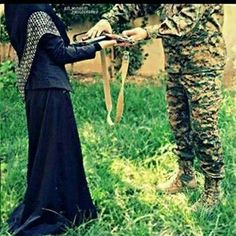 Military Couples, Military Women, Muslim Couples, Military Gear, Pak Army Quotes, Pak Army Soldiers, Iraqi People, Pakistan Armed Forces, Amazing Nature Photos