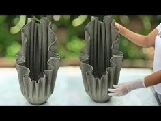 Diy Cement Planters, Cement Flower Pots, Cement Art, Concrete Crafts, Concrete Garden, Pots D'argile, Concrete Leaves, Architectural Presentation, Architectural Models