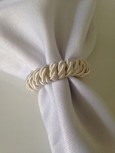 Porta guardanapo cordão Rope Crafts, 15th Birthday, Napkin Rings, Accessories, Home Decor, Wedding Ideas, Party, House, How To Fold Napkins