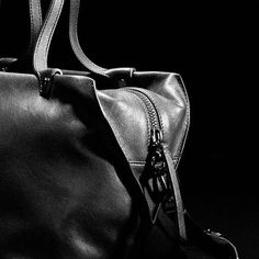 Beautiful geometrical detailing and understated elegance in a handbag classic 👜…
