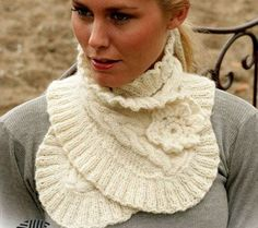 Элегантный теплый шарф (или шеегрейка) украшен вязаным цветочком. Шарфик можно носить под шубу или драповое пальто. Текстовое руководство и схемы вязания шарфа спицами....