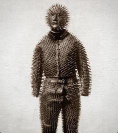 Con este traje tan peculiar cazaban osos en Siberia en el siglo XIX