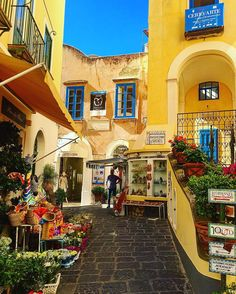 #Capri  #Italia #europe #color #colorful #colors #architecture #street #viaggio #trip #travel #海外旅行#photooftheday #photo #instagood #instalike #city #vacation #vacanze #awesome #amazing #beautiful #igdaily #instatravel #salernopuntoit #sky #bestoftheday #sea#wonderful #ig_capri