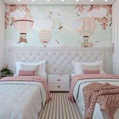 When it comes to room decor, be it large or small, the most important is to offer aconhechego residents. Luxury Kids Bedroom, Pink Bedroom Design, Teen Bedroom Designs, Home Room Design, Stylish Bedroom, Kids Room Design, Twin Girl Bedrooms, Girls Bedroom, Bedroom Decor