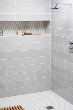 29 Popular Bathroom Shower Tile Design Ideas And Makeover. If you are looking for Bathroom Shower Tile Design Ideas And Makeover, You come to the right place. Here are the Bathroom Shower Tile Design. Bad Inspiration, Bathroom Inspiration, Bad Styling, Shower Tile Designs, Home Decoracion, Diy Bathroom Remodel, Dyi Bathroom, Bathroom Renovations, Bathroom Interior