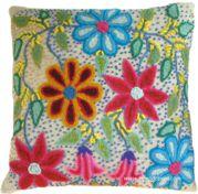 Almohadón o cojín hecho con tela tejida en telar y bordado a mano. Típico de Ayacucho, Perú
