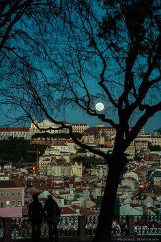 Miradouro de São Pedro Alcantara com vista para a Colina da Graça