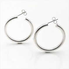 490303dc0385 Argollas ovaladas decoradas con grecas fabricadas en plata de ley 925 mls