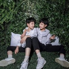 Thương suri° not-free-save Casual Hijab Outfit, Asian Babies, High School Students, Handsome Boys, Beautiful Boys, Siblings, Relationship, Couple Photos, Cute