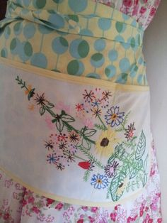 Pretty apron with vintage embroidery