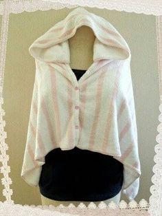 バスタオルとフェイスタオルを利用して、フード付きタオルを作ってみました。 大人用のフード付きタオルやタオルポン…