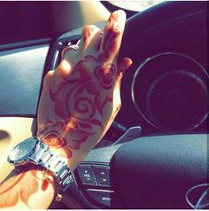 Mehndi Designs For Hands, Mehandi Designs, Sexy Tattoos For Girls, Girl Tattoos, Cherry Blossom Bedroom, Arabic Henna, Couple Photoshoot Poses, Henna Patterns, Abaya Fashion
