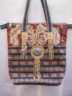 .Love the detailing in this bag !