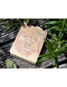BREATH  Naturseife, Bio Qualität  Ein Traum von Seife! Besteht aus pflanzlichen Ölen: Oliven, Kokosöl, Sheabutter, dazu Ringelblumen und verschiedene Heilerden, beduftet mit 2 ätherischen Ölen: Lavendel und Ylang Ylang. Hervorragend auch zum Duschen und Haare Waschen geeignet.  Ingredients: Sodium Olivate, Sodium Cocoate, Glycerin, Sodium Shea Butterate, Quartz, Illite, Lavandula Angustifolia Oil, Calendula Off1cinalis Flower, Cananga Odorata Flower Oil, Linalool, Limonene, Benzyl Benzoate…