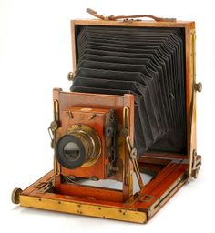 This has got to be one of the most beautiful old cameras I've ever seen.