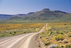 This poort primarily serves the local farming community to the south of Calvinia in the Northern Cape's Tankwa Karoo. It is a rough gravel road th. African Countries, Countries Of The World, African Holidays, Namibia, Africa Travel, Places To See, South Africa, Landscape Photography, Beautiful Places