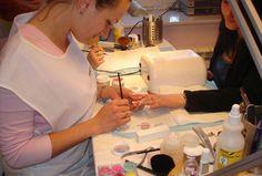 Polecam, warto przeczytać http://paznokcie.blogstream.pl/paznokcie-hybrydowe-manicure-sezonu/