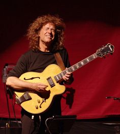 Pat Metheny: one of his signature playing faces! Louis Armstrong, Jazz Blues, Blues Music, Smooth Jazz Artists, Jazz Guitar Lessons, Ornette Coleman, Pat Metheny, Contemporary Jazz, Rock N Roll Music