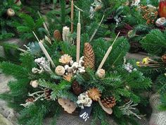 Gesteck Christmas Mom, Pine Cones, Wreaths, Fall, Flowers, Plants, Decor, Christmas Ornaments, Navidad