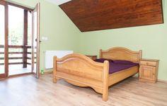 Dormitoarele sunt dotate cu pat matrimonial (+1 pat la cerere) si majoritatea au baia proprie.  #vila #cazare