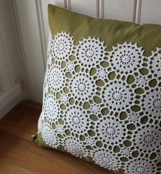 upcycle grandma's old doilies... Crochet Cushions, Crochet Pillow, Sewing Crafts, Sewing Projects, Doily Art, Crochet Dollies, Linens And Lace, Thread Crochet, Doilies