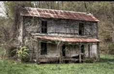 Old Country Houses, Old Country Churches, Old Farm Houses, Old Abandoned Houses, Abandoned Buildings, Abandoned Places, Hanging Globe Lights, Building Art, Beautiful Buildings