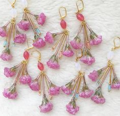 🌷 Lily valley ▶︎ pink 🌷 ⚠️必ず ピンクかホワイト のビーズの色を書いてコメント下さい。色の指定がないコメントは無効です⚠️ | 上部のビーズが ピンク、ホワイトと2色あります。 各2個ずつ、合計4つの 販売です! ⚠️(人気商品の為お一人様、1つまで)⚠️ ■1つ1つ手作りの為 形は全て異なります! とても繊細な作りで 可能な限り尖っている部分はカットしておりますがデザイン上 少し角がある箇所もありますのでお取り扱いにご注意下さい。 ■ 経年劣化は避けられません。 ■キャンセルは受け付けておりません。 以上の事をご納得いただける方のみご購入お願い致します! コメント順にオーダーお受けします。 💗 price ➳ ¥4000- +送料💗 (イヤリング変更 +100円) よろしくお願い致します💟💟💟…
