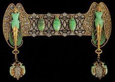 Broche Lalique en oro, esmalte, diamantes y crisoparasa.