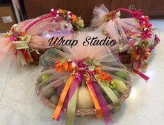 Photo By Wrap Studio - Trousseau Packers Engagement Gift Baskets, Wedding Gift Baskets, Wedding Gift Wrapping, Wedding Gift Boxes, Engagement Gifts, Thali Decoration Ideas, Diy Diwali Decorations, Basket Decoration, Indian Wedding Gifts