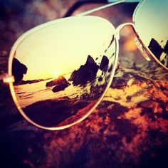 Aviator Sunglasses with reflection