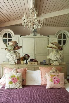 Decoholic - http://decoholic.org/2012/09/20/dream-vintage-bedroom-ideas-for-teenage-girls/
