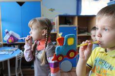 Игры на развитие речевого дыхания Oral Motor, Paper Puppets, Learning Through Play, Speech Therapy, Elementary Schools, Diy And Crafts, Kindergarten, Education, Games