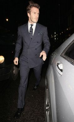 That's how a man wears a suit properly ;)
