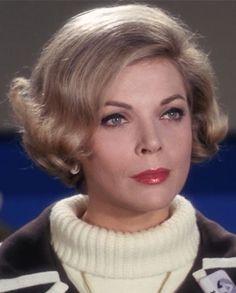 BARBARA BAIN est une actrice américaine née le 13 septembre 1931 à Chicago, Illinois. Elle fut l'épouse de Martin Landau de 1957 à 1993. Barbara Bain est connue pour son rôle de Cinnamon Carter dans la série Mission impossible. Filmographie sur Wikipedia.