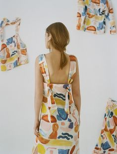 This paint brush stroke effect and muted tones adds a unique feel to a unique dress. Sewing Clothes, Diy Clothes, Fashion Details, Fashion Design, Quirky Fashion, Schneider, Couture, Dress Backs, Fashion Outfits