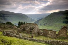 The ruins of Crackpot Hall, Swaledale