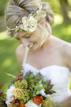flower crown / love the bouquet / summer wedding