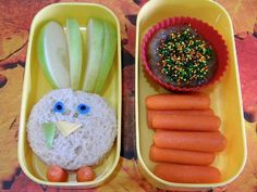 Lunch Ideas - Perfect for Thanksgiving, this cute turkey lunch is sure to put a smile on your kids faces.   Turkey Bento