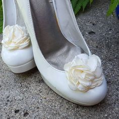 Hey, I found this really awesome Etsy listing at https://www.etsy.com/listing/385991940/ivory-shoe-clips-wedding-shoe-clips-rose